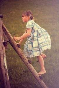 Jedes Kind sollte klettern können - das Pikler Dreieck hilft beim Erlernen